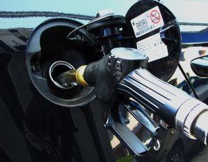 Tankstutzen: Diesel könnte noch teurer werden (Foto: pixelio.de, Rainer Sturm)