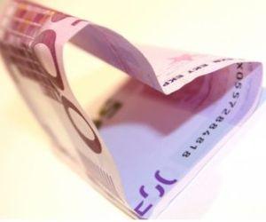 Herz aus Geld: MissTravel setzt auf Materialismus (Foto: pixelio.de, B. Klack)
