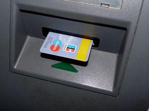 Kreditkarten: fahrlässiger Umgang (Foto: pixelio.de, manwalk)
