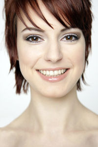 Gesicht: Gelbliche Haut gilt als schöner (Foto: pixelio.de/Tim Reckmann)