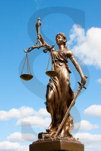 Justitia: großer Zorn über mildes Urteil für Edathy (Foto: Wengert/pixelio.de)
