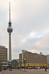 Alex in Berlin: Wohnraum in Städten ist knapp (Foto: pixelio.de/Enrico Mattivi)