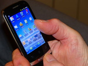 Viele Apps: können Akku unnötig belasten (Foto: Ute Mulder, pixelio.de)