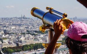 Paris: Ausschau halten nach Terrorismus (Foto: pixelio.de/Rainer Sturm)