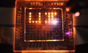 Spezial-Pixel: Diese leuchten nicht nur (Foto: Moonsub Shim, illinois.edu)
