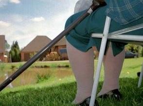 Arthritis in den Knien: Krankheit beeinträchtigt (Foto: pixelio.de/Jerzy Sawluk)