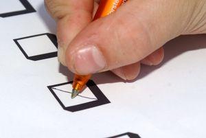 Stimmzettel: Wähler oft von TV beeinflusst (Foto: S. Hofschlaeger, pixelio.de)