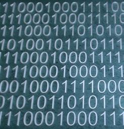 Binärcode: neue Plattform versus Facebook (Foto: Markus Vogelbacher, pixelio.de)