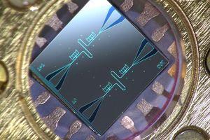 Chip bleibt nanogekühlt leistungsfähig (Foto: Aalto University/Kuan Yen Tan)