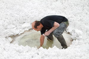 Dimitry Sorokin bei der Entnahme von Proben in Sibirien (Foto: Dimitry Sorokin)