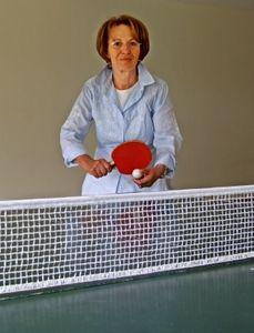 Seniorin beim Tischtennis: Sport hält geistig fit (Foto: pixelio.de/RainerSturm)