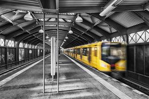 U-Bahn: Algorithmus findet Suizidabsichten (Foto: pixelio.de/rudis-fotoseite.de)