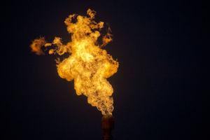 Abfackeln von Erdgas: Könnte sich bald erübrigen (Foto: Matthias Krach/pixelio)