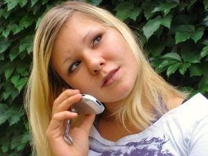 Telefonat: immer mehr Suizidgedanken bei Kindern (Foto: Eva Kaliwoda/pixelio.de)