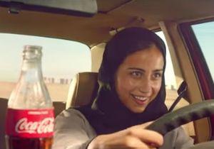 Coca-Cola im Auto: So klappt es mit dem Fahren (Foto: youtube.com)