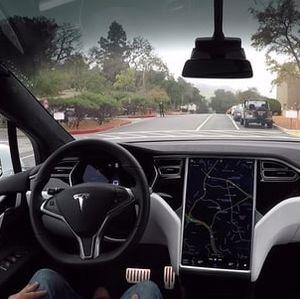 Tesla von Innen: Besitzer müssen Geld womöglich zurückzahlen (Foto: tesla.com)