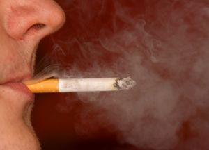 Rauchen: Bei Drogenkonsum ist das öfter der Fall (Foto: pixelio.de/Regina Kaute)