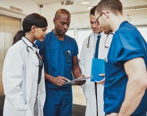 Medizinisches Personal: Kleidung derzeit ein Problem (Foto: manchester.ac.uk)