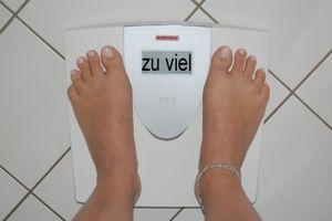 Waage: WISP1 beeinflusst Insulinwirkung (Foto: by-sassi, pixelio.de)