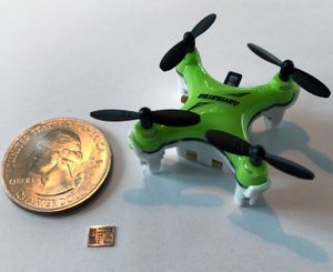 Neuer Chip im Größenvergleich mit einer US-Zehn-Cent-Münze (Foto: mit.edu)