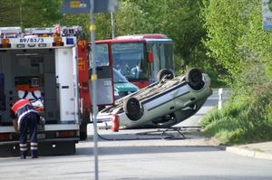 Unfall: Teenager fahren zu Beginn risikoreich (Foto: pixelio.de/Erich Kasten)