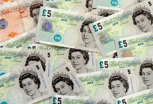 Pfund: Wird womöglich wertgleich mit Euro (Foto: Jens Märker, pixelio.de)