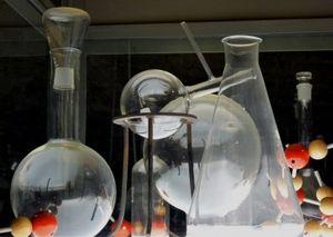 """Im Labor: """"HPT"""" soll umweltverträglich sein (Foto: Dieter Schütz, pixelio.de)"""