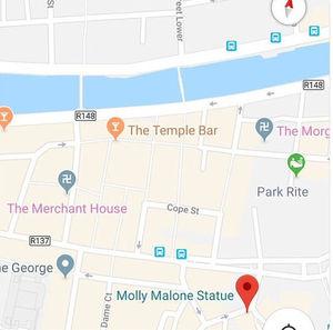 Swastika-Symbole: Google Maps hat einen Bug (Foto: twitter.com, irishkokolily)