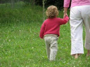 Spaziergang: Nachwuchs beeinflusst Gesundheit (Foto: pixelio.de, Rainer Sturm)