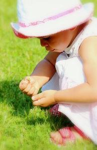 Kleinkind: Immer mehr Objekte werden verschluckt (Foto: pixelio.de/Helene Souza)