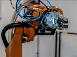 Roboter übernehmen zunehmend Jobs in Fabriken (Foto: pixabay.com, jarmoluk)