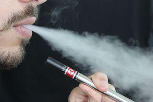 E-Zigarette: Auch dieser Rauch ist ungesund (Foto: lindsayfox, pixabay.com)