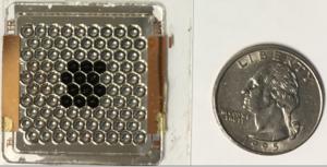 Teilweise bestückte (schwarz) Konzentrator-Solarzelle (Foto: nasa.gov)