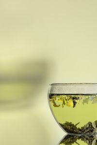 Grüner Tee schützt die Gesundheit effektiv (Foto: pixelio.de/Michael Grabscheit)