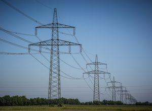 Strommasten: Staat treibt Kosten in die Höhe (Foto: pixabay.com, Silberfuchs)