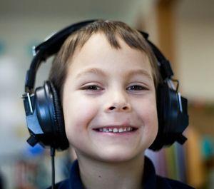 Junge: Eltern von Musikgeschmack enttäuscht (Foto: unsplash.com, Ben Mullins)