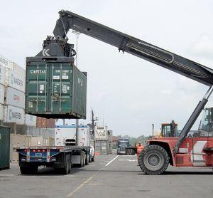Container verladen: Schwellenländer in Gefahr (Foto: 272447, pixabay.com)