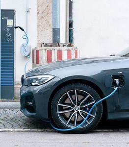 Ladekabel: E-Autos sind langfristig billiger (Foto: unsplash.com, Marc Heckner)