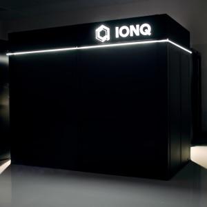 IonQ-Gehäuse: Da steckt Quanten-Höchstleistung drin (Foto: ionq.com)