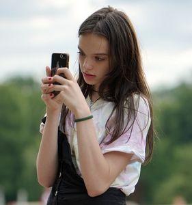Smartphone: fordert neun Jahre Lebenszeit (Foto: pixabay.com, Candid_Shots)