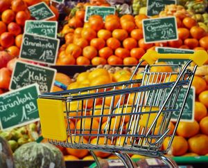 Einkauf: Viele Lebensmittel werden nie gegessen (Foto: pixabay.com/Alexas_Fotos)