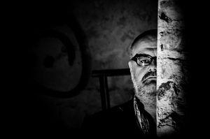 Wenn die Zeit fehlt für die Beendigung eines Buches oder man keine Zeit hat für ein Buchprojekt, dann tritt der Ghostwriter in Aktion. Alois Gmeiner ist Ghostwriter und Pressetherapeut und spezialisiert auf die Umsetzung von Buchprojekten. Er hat selbst schon Dutzende Bücher von der Idee zum gedruckten Buch begleitet. www.pressetherapeut.com