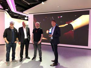 Weltweit bester Hotspot der Gaming-Community: das LVL in Berlin-Mitte. Treffen der Geschäftsführer von Veritas Entertainment, Thomas Fellger (1.v.l.) und Dorian Gorr (3.v.l.) mit den Geschäftsführern der BürgschaftsBank Berlin, Peter Staub (2.v.l.) und Steffen Hartung (4.v.l.)