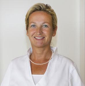 """Plasma Protect (TM) ist eine neue schmerzfreie Therapiemöglichkeit in der Zahnmedizin, mit der gefährliche Bakterien, Viren und Pilze im Mund schonend entfernt werden. Zahnärztin Dr. Annette Bigalke ist Leiterin der Zahnarztpraxis in Bad Vilbel im hessischen Wetteraukreis am nördlichen Stadtrand von Frankfurt am Main. """"Plasma-Zahnmedizin bietet viele Vorteile für die Zahngesundheit, aber auch für Angstpatienten"""", so Dr. Bigalke. www.zahnarztpraxis-badvilbel.de/plasma-medizin/"""