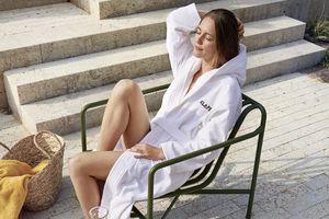 Auch im Sommer eignet sich das Saunieren und Entspannen als perfektes Programm für einen schönen Tag. So kann man neue Kraft tanken.